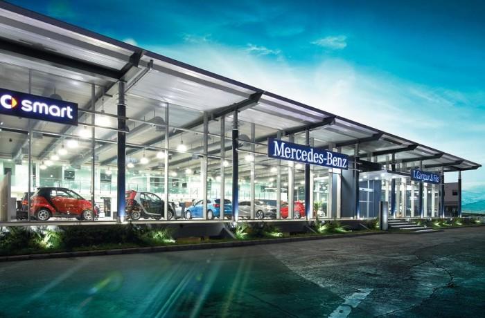 New mercedes benz showroom for Showroom mercedes benz